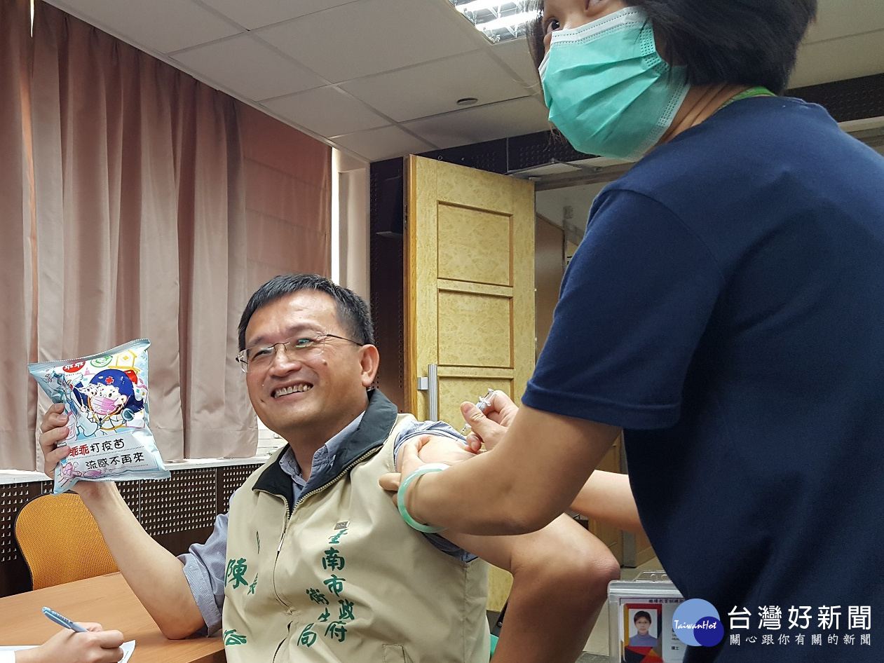 南市府呼籲滿65歲以上市民 左手打流感右手打肺鏈疫苗