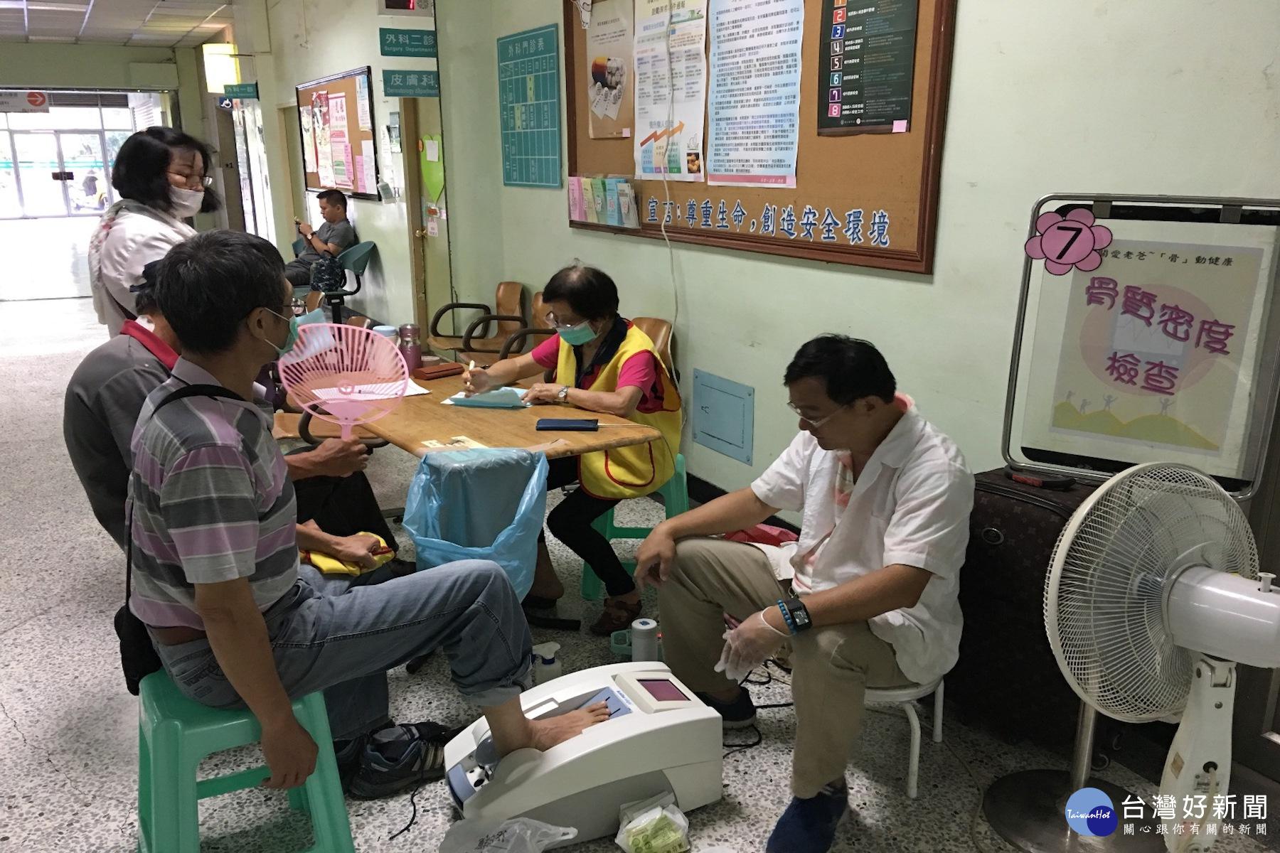 骨動健康 署立新營醫院為長者骨質檢測