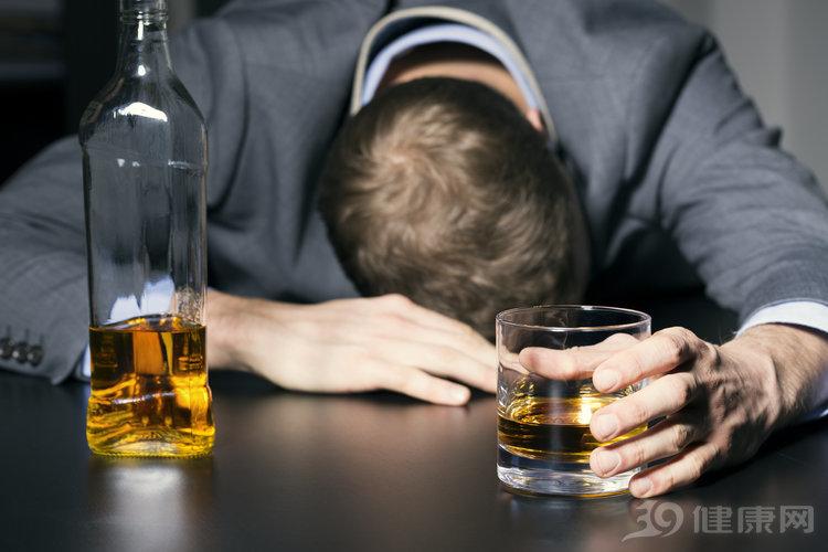 你的酒癮到哪種程度了?出現3個癥狀,級別不低了