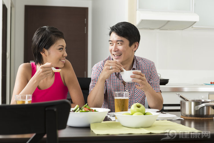 """吃飯不注意,腸胃首先就會""""抗議""""!送你6個吃飯小建議"""