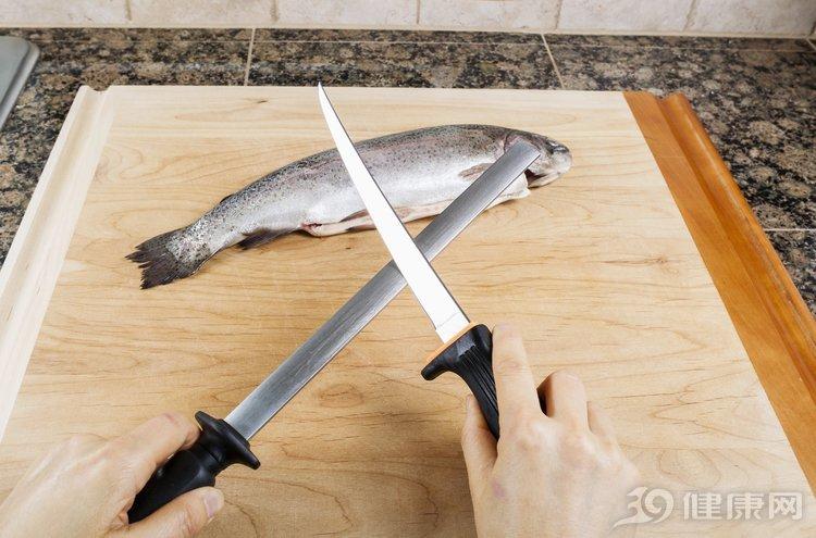 """魚營養又美味,但兩種人與它""""不合""""!別讓養生變傷身"""