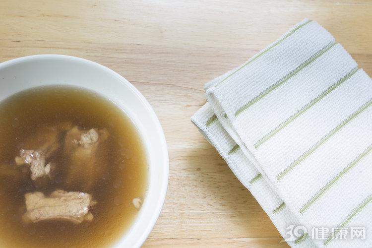 你真的知道怎麼正確喝湯嗎?來看看這3點!