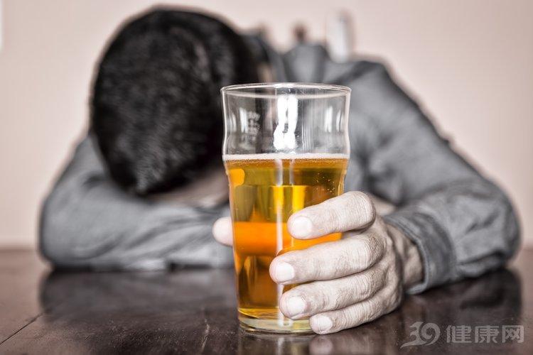 知道你愛喝酒,但如果是5種人之一,勸你放下酒杯!