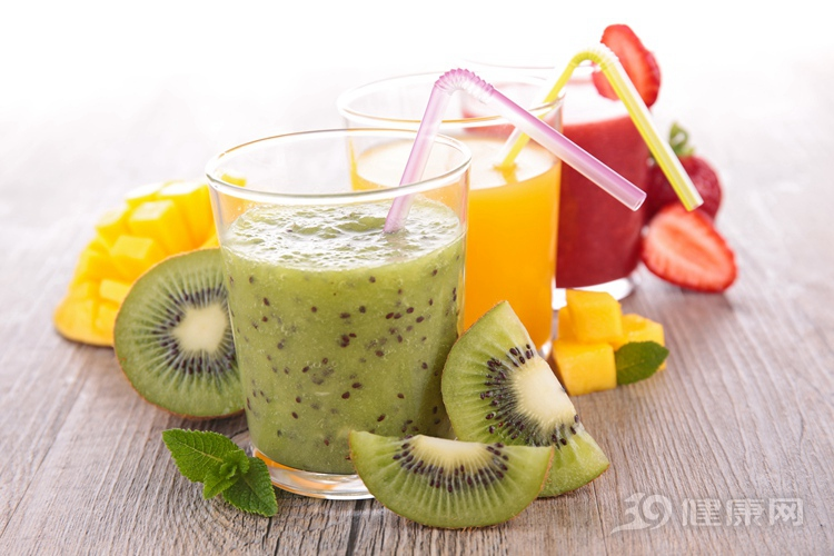 水果生吃和榨汁,哪個更健康?很多人都弄錯了