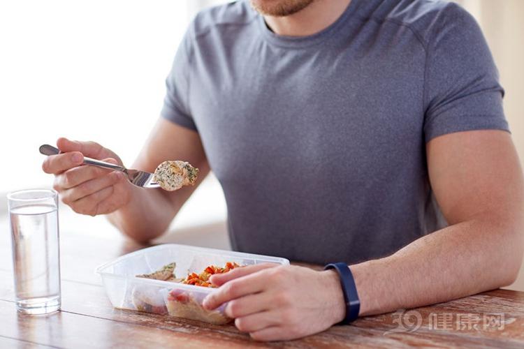 晚餐決定體重與壽命!3個吃晚餐的惡習,勸你早點放棄