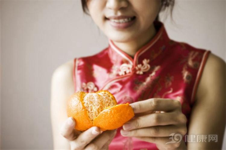 """天天吃橘子,2歲女孩變成""""小黃人""""!橘子還能不能吃?"""
