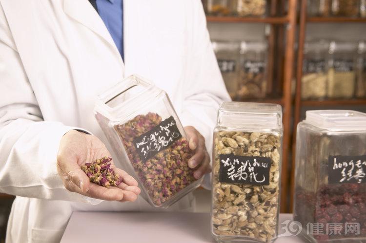 中醫提醒:這5種常見中藥,不注意細節,肝損傷很快就來