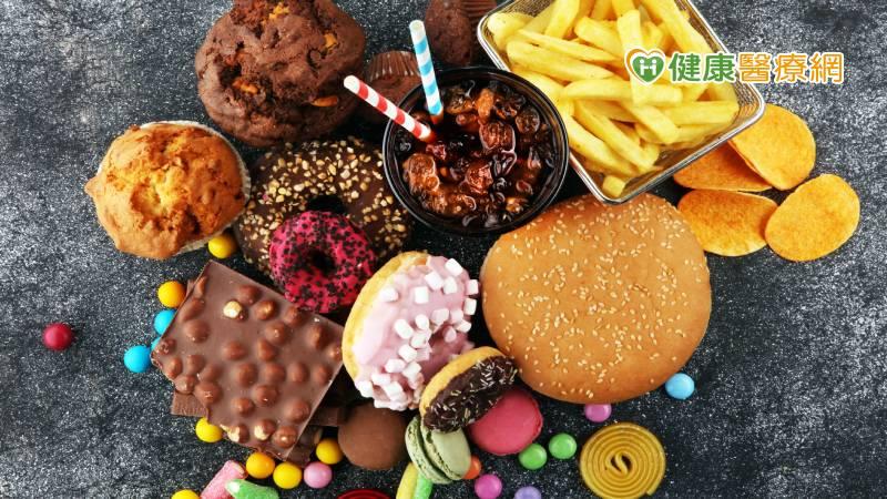 吃什麼會越吃越想睡? 麵食、零食、含糖飲料都上榜