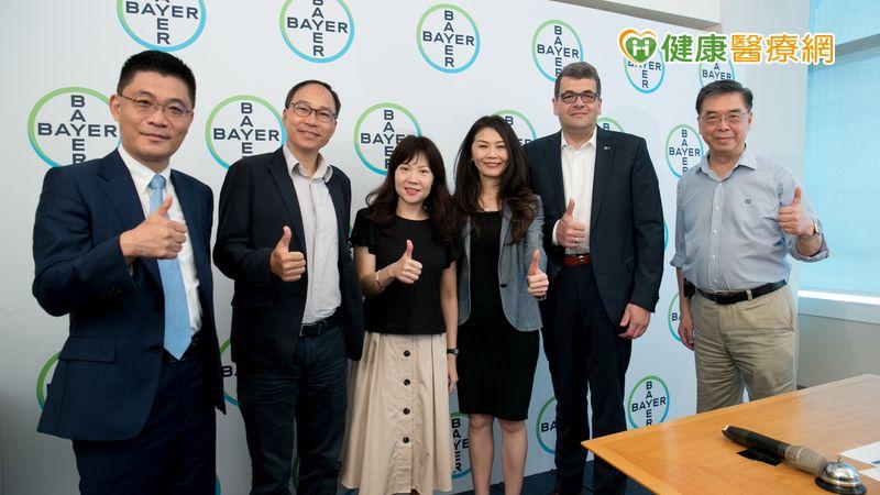 台灣拜耳創新獎 鼓勵年輕人展現創意_牙齦外露