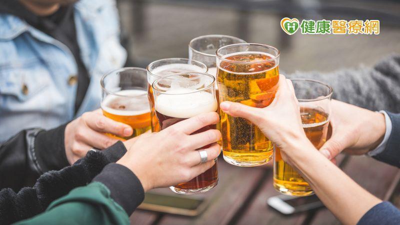 近半數人喝酒後易臉紅、頭痛 原來是因為「它」引起_桃園中醫