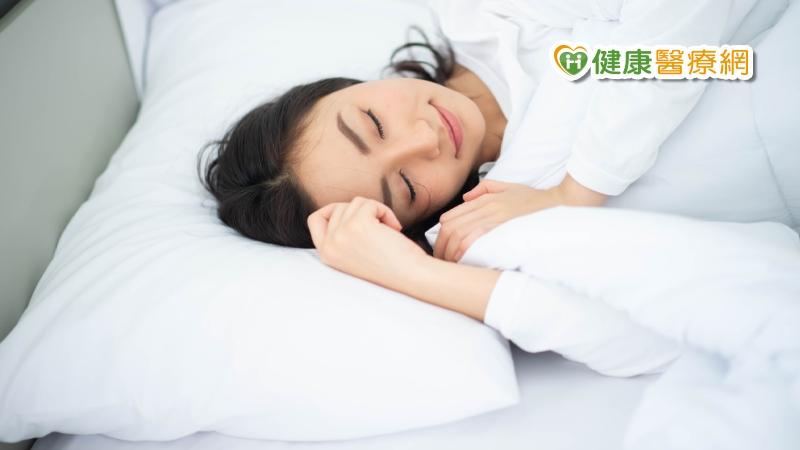睡不好怎麼打拼? 營養師推這5種助眠食物_酒糟皮膚炎