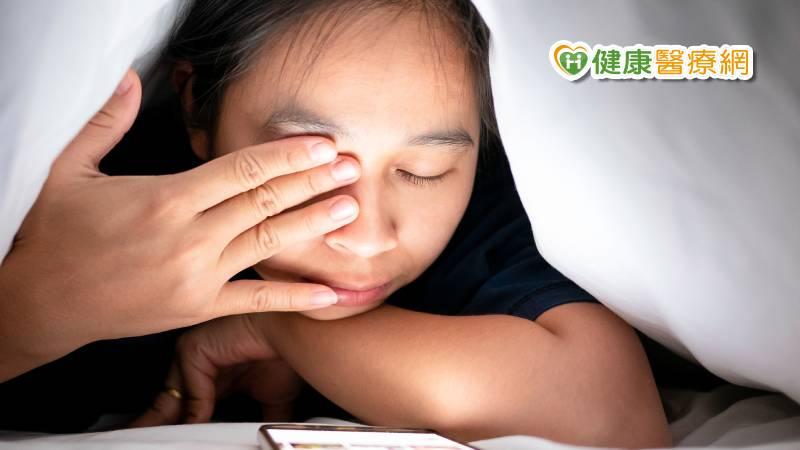 追劇也要好眼力 營養師揭「黃花3鋅ABC」護眼奧秘_花賜康