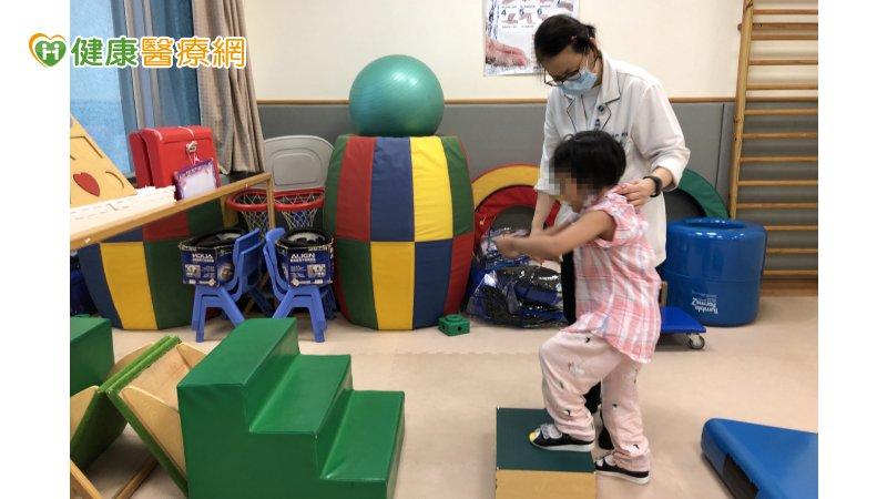 5歲女童腦炎攤床 中西醫治療重新站起來_紫錐花,紫錐菊