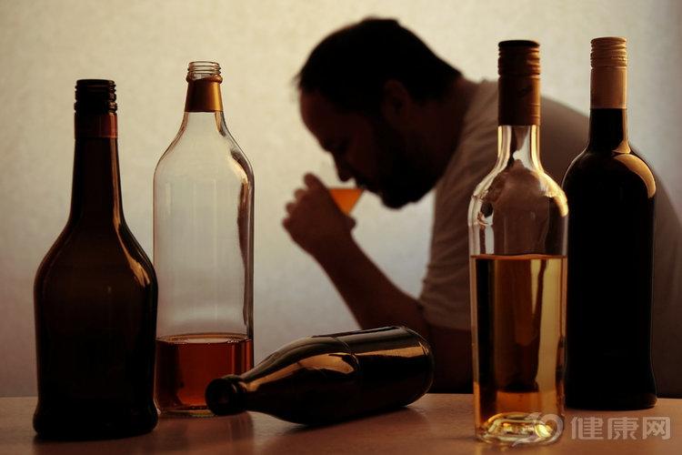重視:酒後這些習慣性動作,真的折壽,特別是第6個
