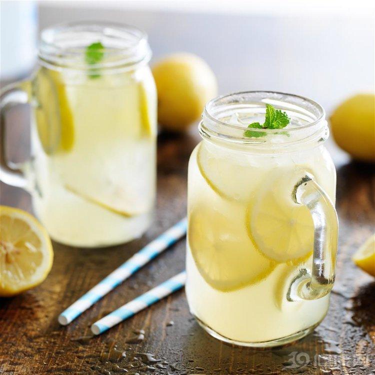 """一杯檸檬水""""暗藏""""6大功效!光是第3個,就造福了不少女性"""