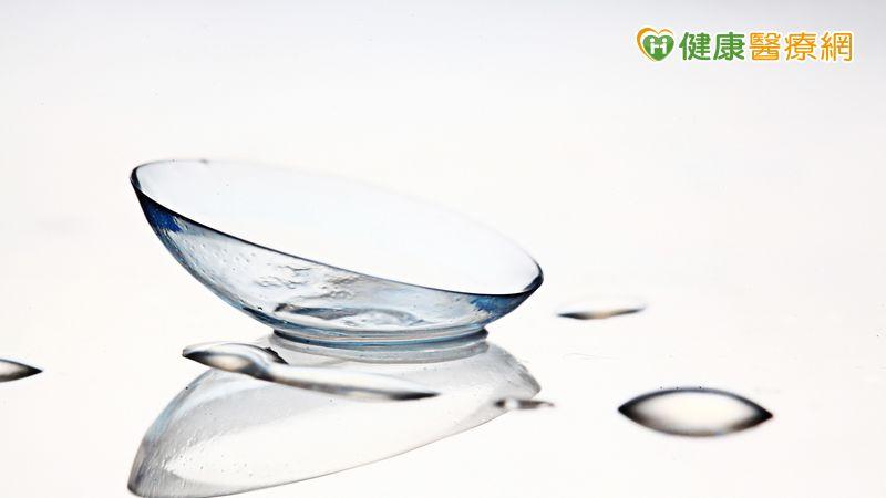 戴隱形眼鏡竟角膜破皮? 眼科醫警告「1原因」超傷眼