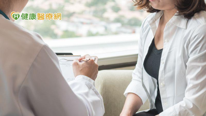人生全按中止鍵? 停經前乳癌醫病溝通成關鍵_紫錐花